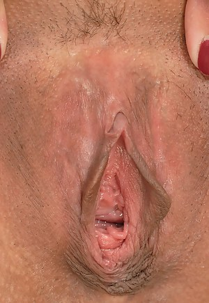 Free MILF Open Pussy Porn Pictures