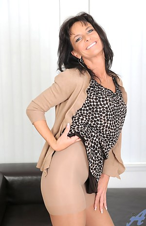 Free Pantyhose MILF Porn Pictures
