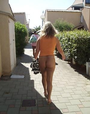Free MILF Public Porn Pictures