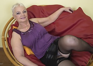 Free MILF Upskirt Porn Pictures