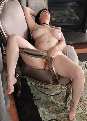Free Erotic MILF Porn Pictures