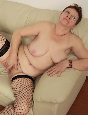 Free MILF Fishnet Porn Pictures