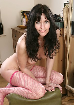 Free Brunette MILF Porn Pictures