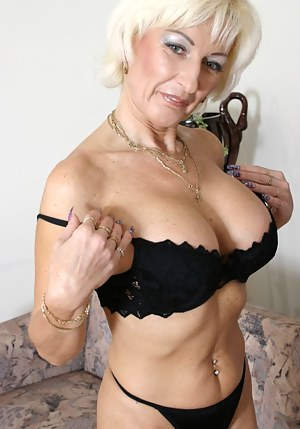 Free MILF Bra Porn Pictures